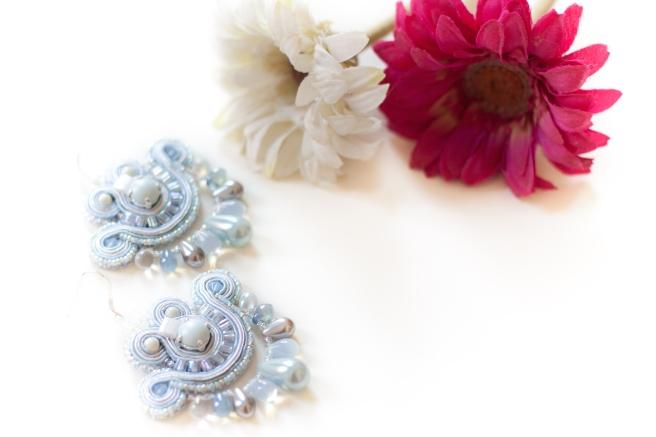 dissident sheep bijoux brodés pièces uniques mini earrings Cinderella 2 (1 sur 1)