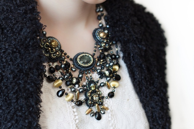 dissident_sheep_bijoux_brodes_collier_golden_ink_1_1_sur_1